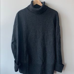 Turtleneck with cut off Elbows